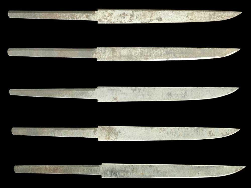 無銘の小刀ですが、現代刀匠高野政賢作と思われます。