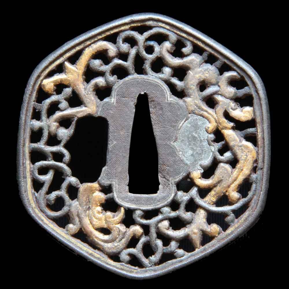 南蛮鍔 雲竜図の透かし鍔で竜を布目象嵌で現しています