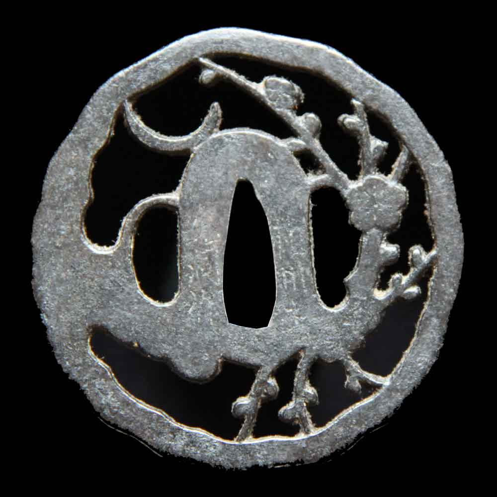 月下梅図鍔 変り形に三日月と梅樹を透かした優雅な構図の鍔です